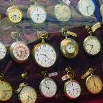 L'homme qui remet les pendules du Musée du Temps à l'heure répond à nos questions